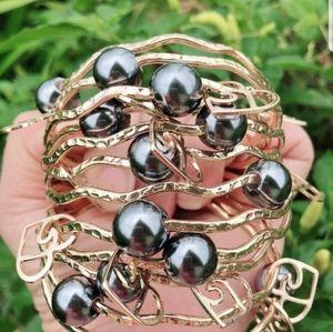 Wavy black pearl Hawaiian bangle